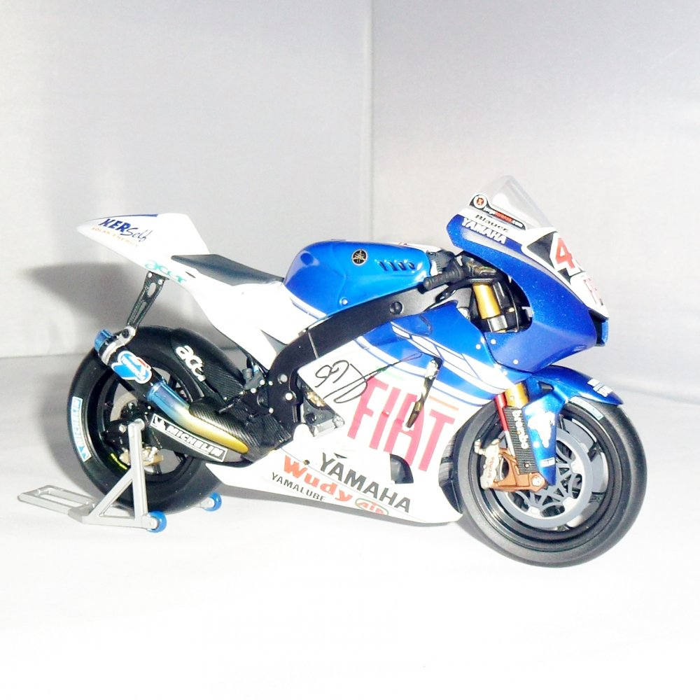 Signed 1 12 jorge lorenzo 2008 yzr m1 yamaha by minichamps for Yamaha m1 for sale